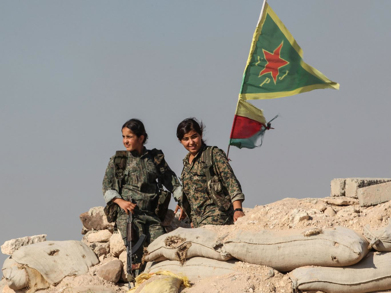 Female Fighters Tackling ISIS Says The Militants Are Afraid Of Girls ypg 1
