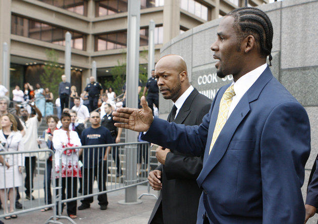 R Kelly Has Weighed In On The Bill Cosby Sex Assault Claims %name