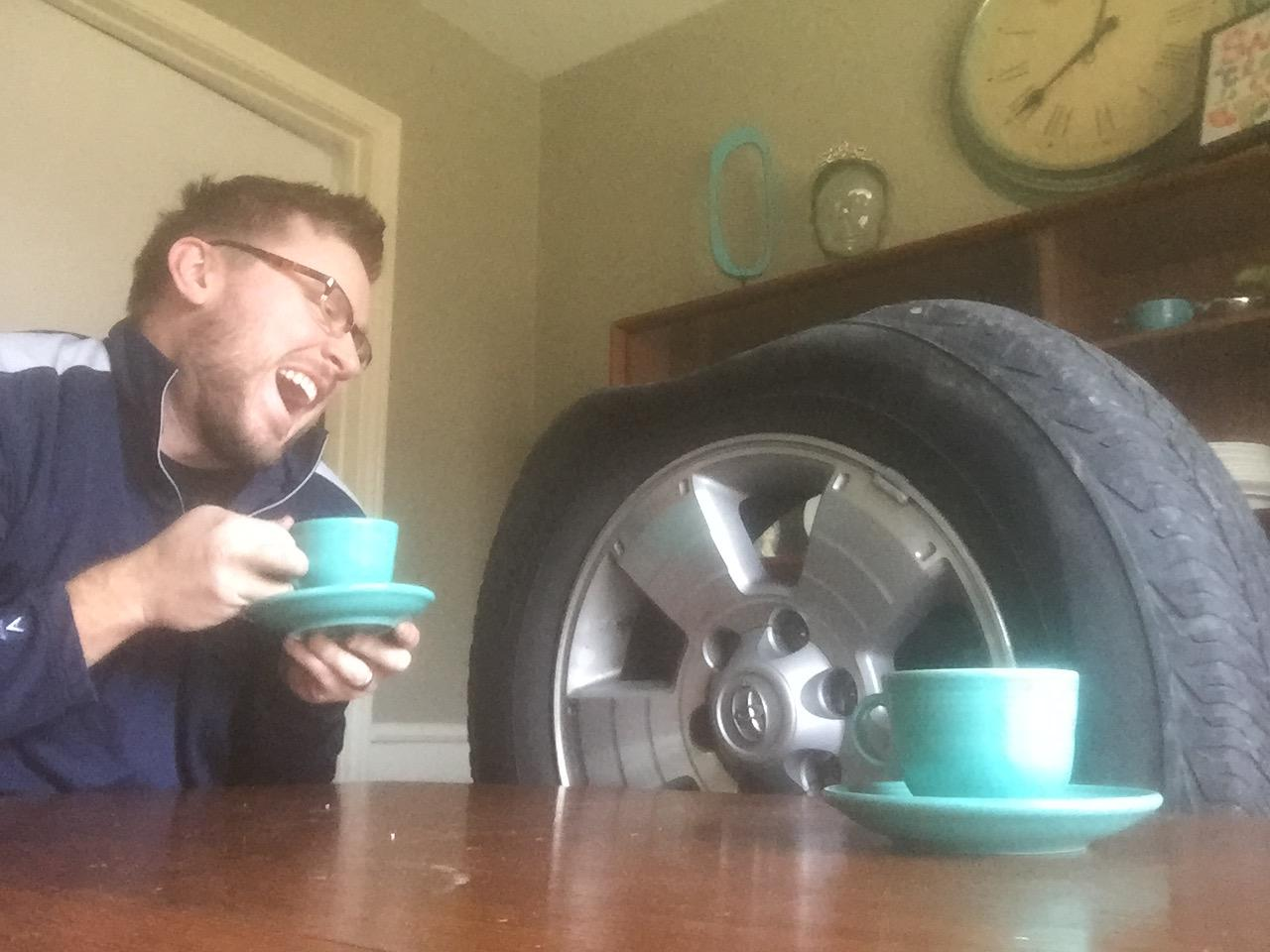 Guy Gets Flat Tire, Takes Opportunity To Troll The Sh*t Out Of His Mates 8
