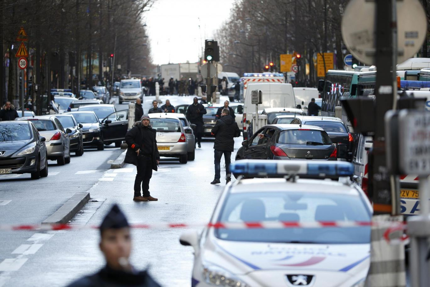 Knife Wielding Man Wearing Suicide Belt Shot Dead Outside Paris Police Station Paris french police