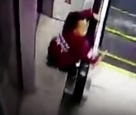 Boy Rescued Just In Time After Trapping His Head In Escalator Handrail Screen Shot 2016 01 09 at 10.22.40 1