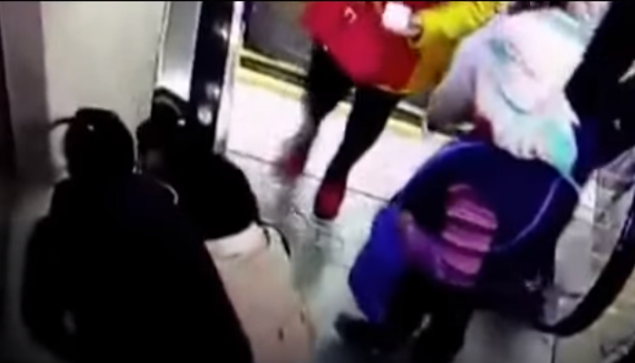 Boy Rescued Just In Time After Trapping His Head In Escalator Handrail Screen Shot 2016 01 09 at 10.23.46