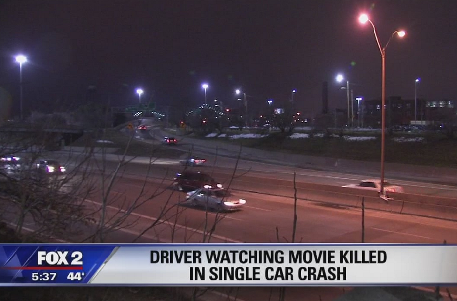 Man Dies After Crashing Car While Trying To Watch Porn Screen Shot 2016 01 27 at 18.38.28