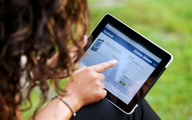 New Study Reveals What We All Already Knew About Facebook Friends facebook woman 2 1 2507268b