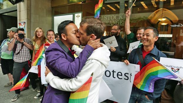 Russia To Vote On Banning Gay People From Kissing In Public hi bc gay rights 852 1