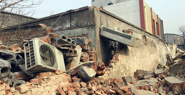 Chinese Government Demolish Hospital With Patients And Doctors Inside hospital 2