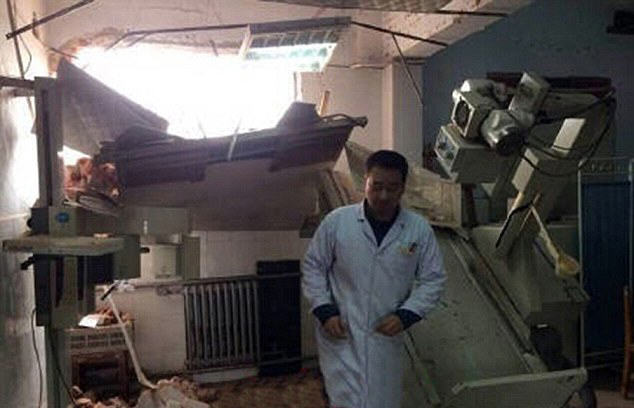 Chinese Government Demolish Hospital With Patients And Doctors Inside hospital 4