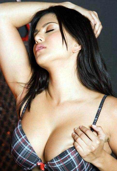 This City Watched A Lot Of Of Porn During Snowzilla pornstar sunny leone unseen hot photos 2 650 1
