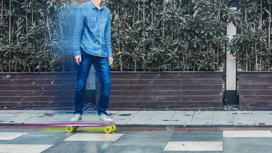 You Can Now Control Your Electric Skateboard Using An iPhone skateboard1