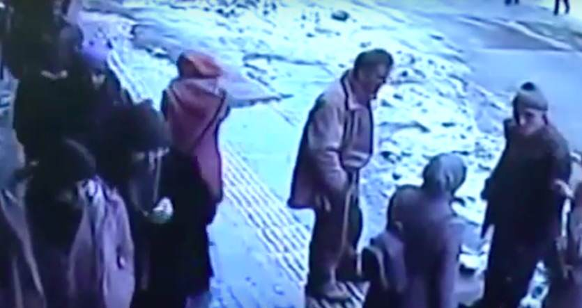 Shocking Footage Shows Huge Chunks Of Snow And Ice Falling On Pedestrians turkey5