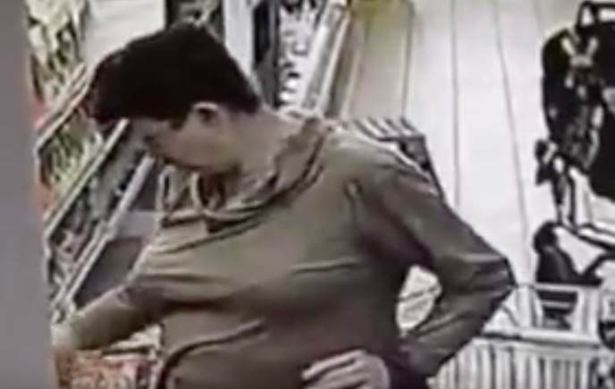 CCTV Catches Woman Taking A Sh*t In A Supermarket Freezer SMP1