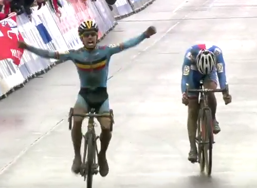 Cyclist Celebrates Victory One Lap Too Early, Loses Race Screen Shot 2016 02 01 at 16.40.39