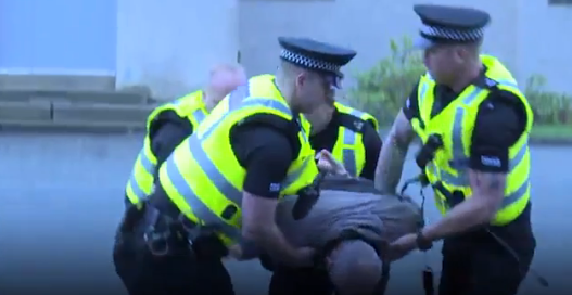 U.S. Police React To How Scottish Police Deal With Criminals Without Shooting Them Screen Shot 2016 02 02 at 10.07.11