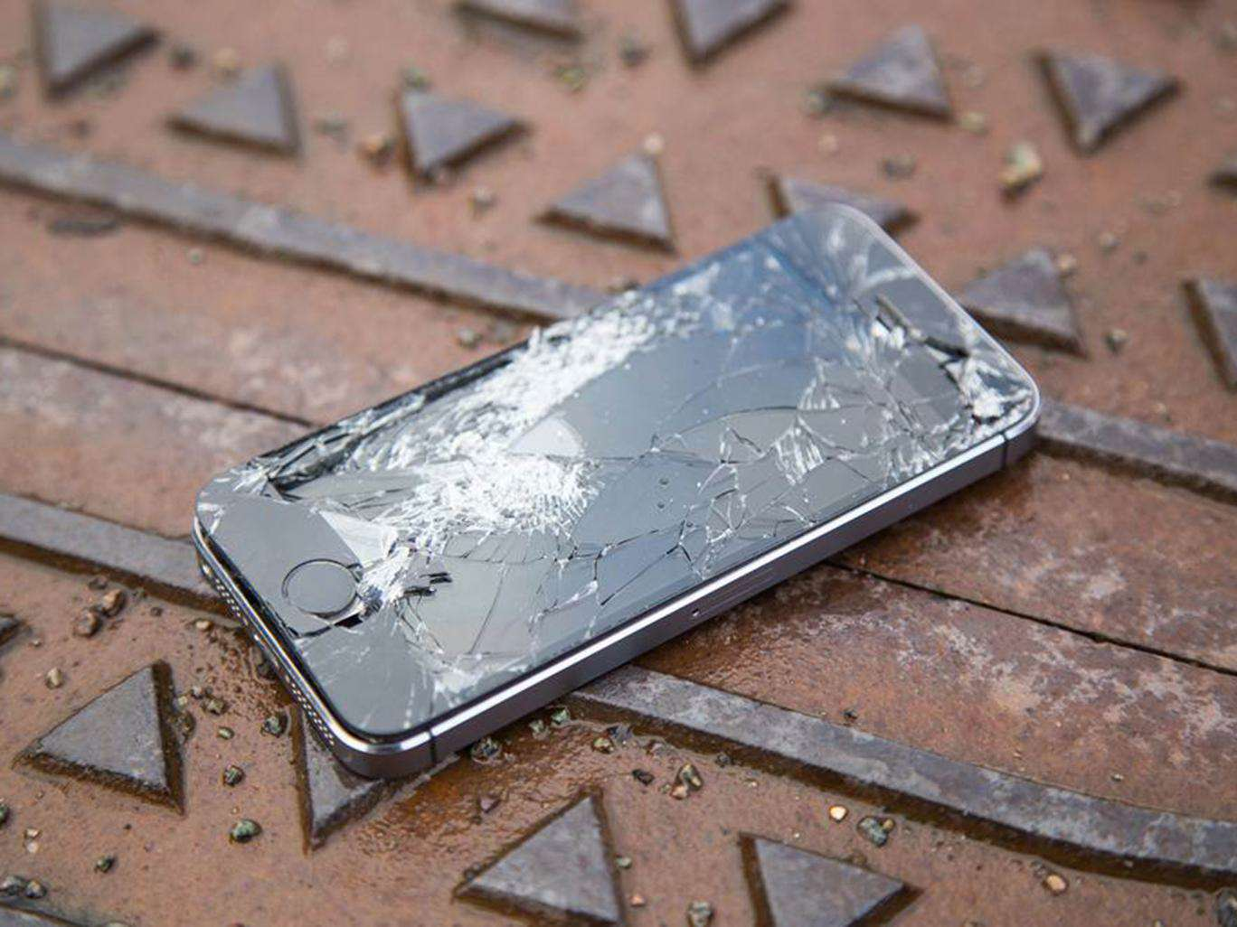 This Latest iPhone Bug Could Completely Destroy Your Device Smashed broken iphone