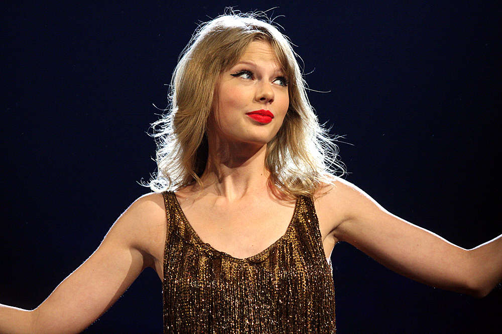Taylor Swift Hit Back At Kanye West During Last Nights Grammys Taylor Swift 3 2012