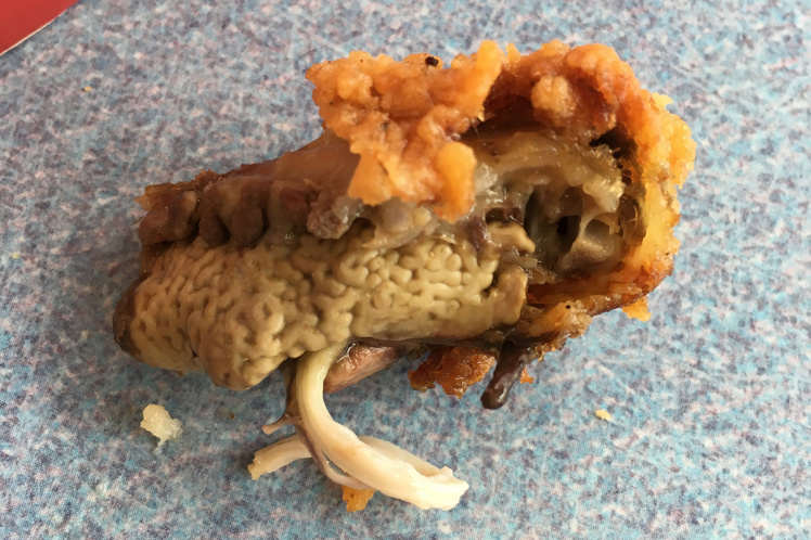 Man Finds Something Absolutely Disgusting In His KFC, Freaks The F*ck Out ad195286394kfc chicken