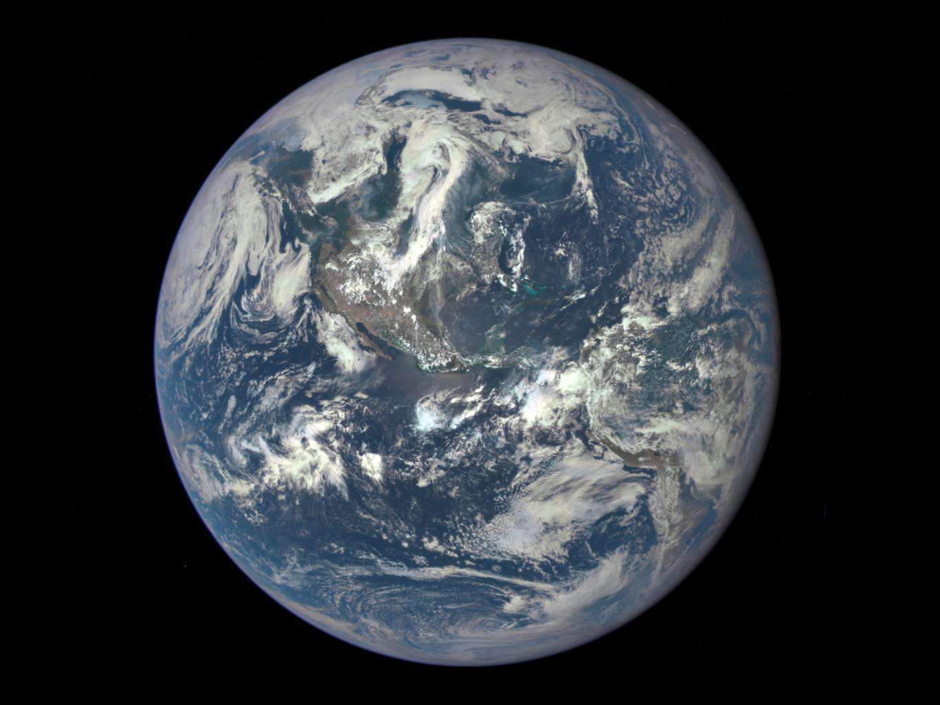 Earth Is Actually Made Up Of Two Planets, Apparently earthdscvr