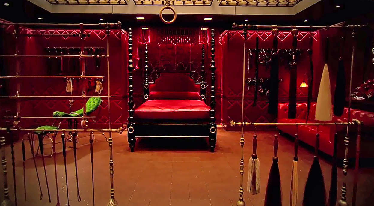 Two Strangers Accidentally Booked Into Budget Fifty Shades Of Grey Hotel Together fifty shades red room