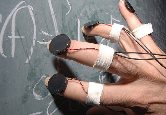 Heres Why Fingernails On A Chalkboard Is The Worst Sound Ever nails chalk1