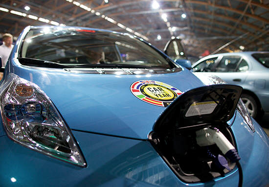 Hackers Control Car From Other Side Of The World nissan 2