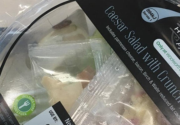 Unfortunate Woman Finds Whole Load Of NOPE Crawling In Her Woolworths Salad spider salad WEB 2