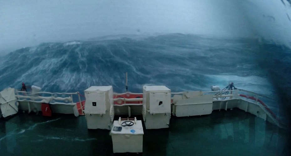 This Terrifying Footage From A Boat During Storm Gertrude Is Insane storm1