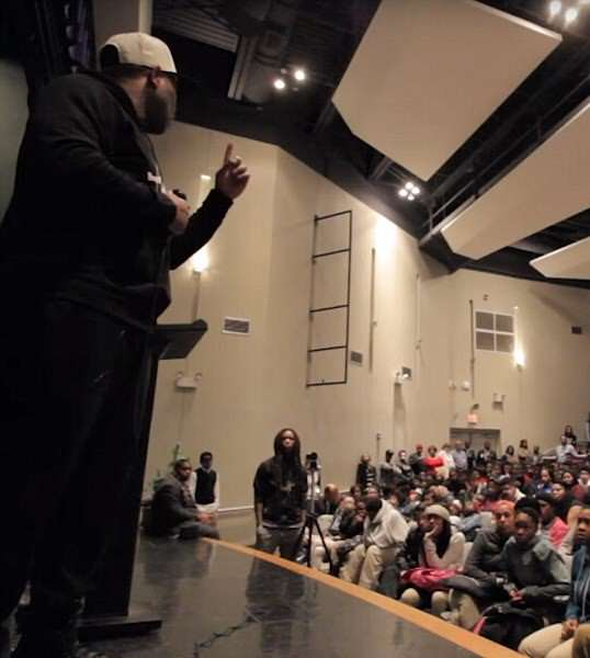Motivational Speaker Goes On Passionate Rant In Disadvantaged School 3238CCC700000578 3493895 Upset Motivational speaker Eric Thomas who regularly works with  m 133 1458075204972