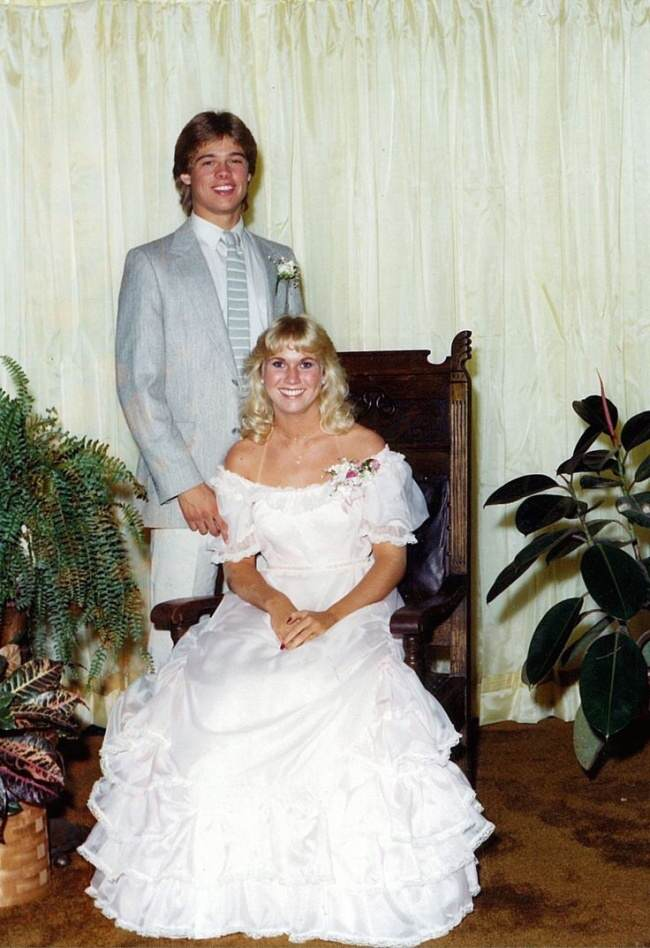 These Awkward Celebrity Prom Photos Are Amazing 932755 650 1459255594 brad 1