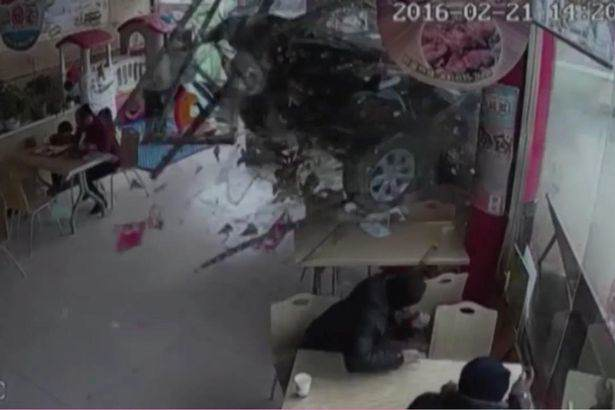 Shocking Moment Car Crashes Through Restaurant And Traps Young Girl Car smashes through burger restaurant in China 1