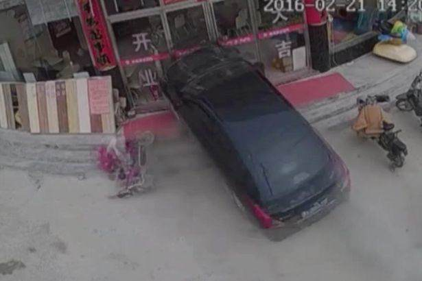 Shocking Moment Car Crashes Through Restaurant And Traps Young Girl Car smashes through burger restaurant in China