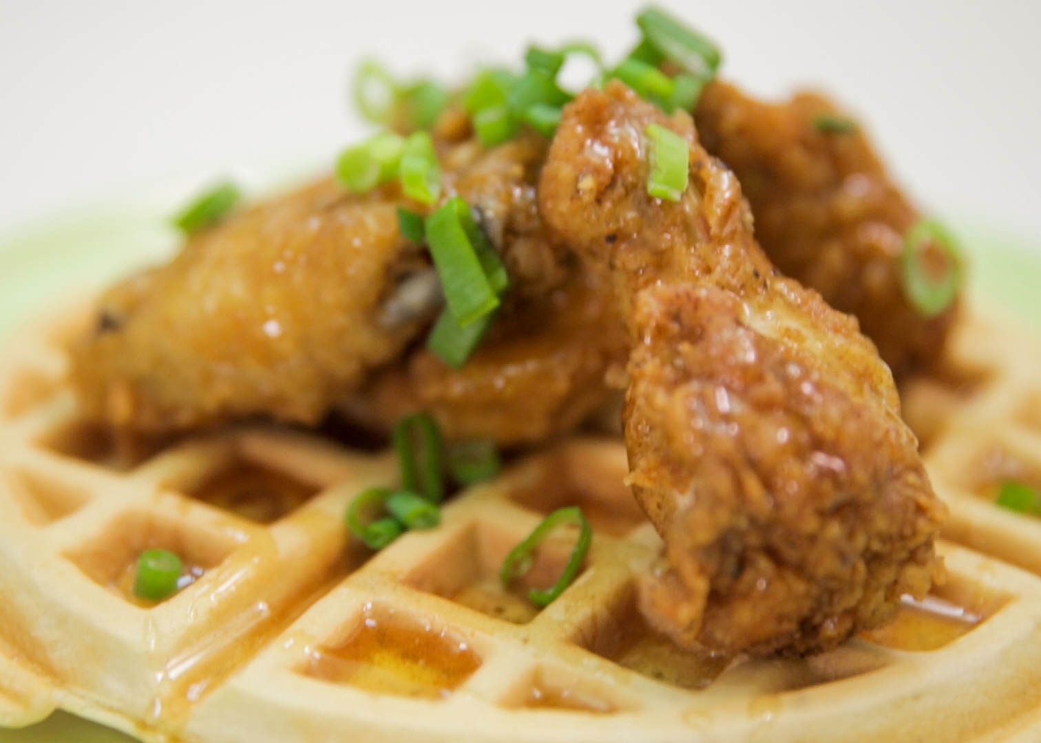 Heres How To Make Chicken And Bacon Waffles Chickenwaffle1
