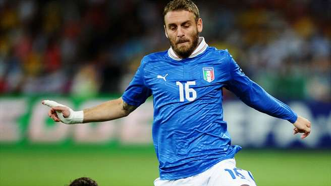 Five Gestures That Prove Some Footballers Have A Heart Of Gold De Rossi uefa