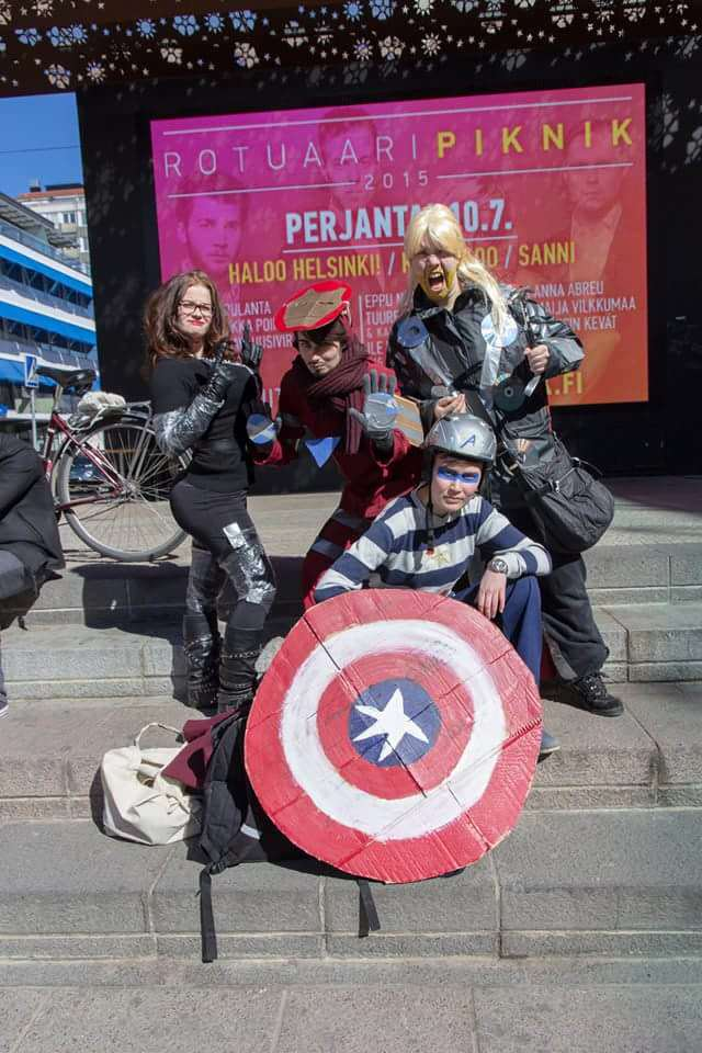 These Sh*tty Cosplay Photos May Be The Funniest Thing Weve Seen Today EoAw9Vz