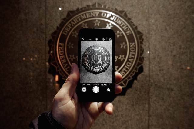 U.S. Government Ends Battle With Apple After Hacking iPhone Without Their Help GettyImages 511896820 640x426