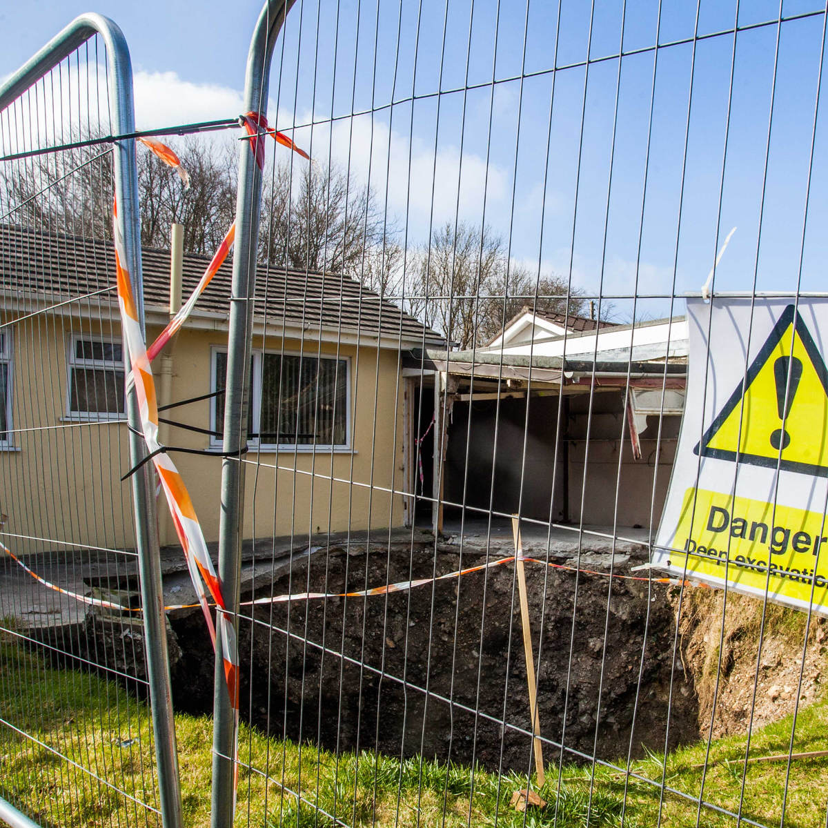 Giant Sinkhole Opens Up Outside UK Home, Its F*cking Terrifying SWNS MINESHAFT CORNWALL 08