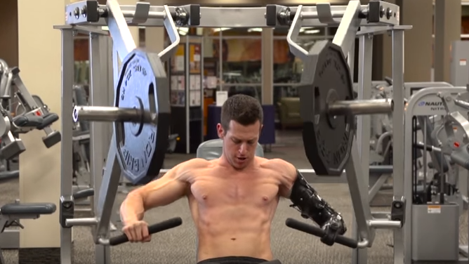 This Guy With One Arm Still Smashes The Gym Harder Than You Screen Shot 2016 03 12 at 12.17.29