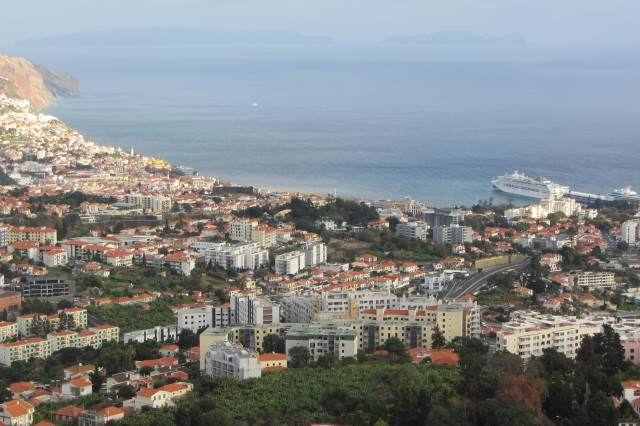 Viewpoint_over_Funchal,_Madeira_-_Jan_2012_-_01