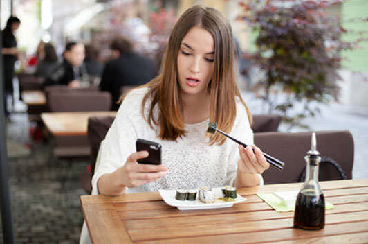 This Restaurant Will Give You Free Ice Cream If You Put Down Your Phone chick3
