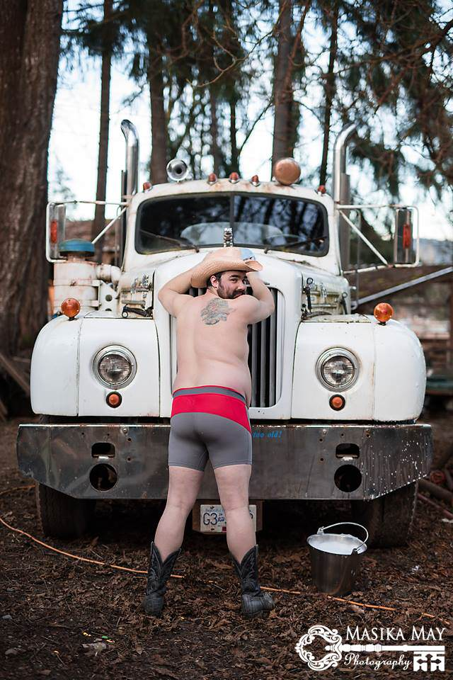 These Dudeoir Photos Brilliantly Challenge Gender Stereotypes dude7