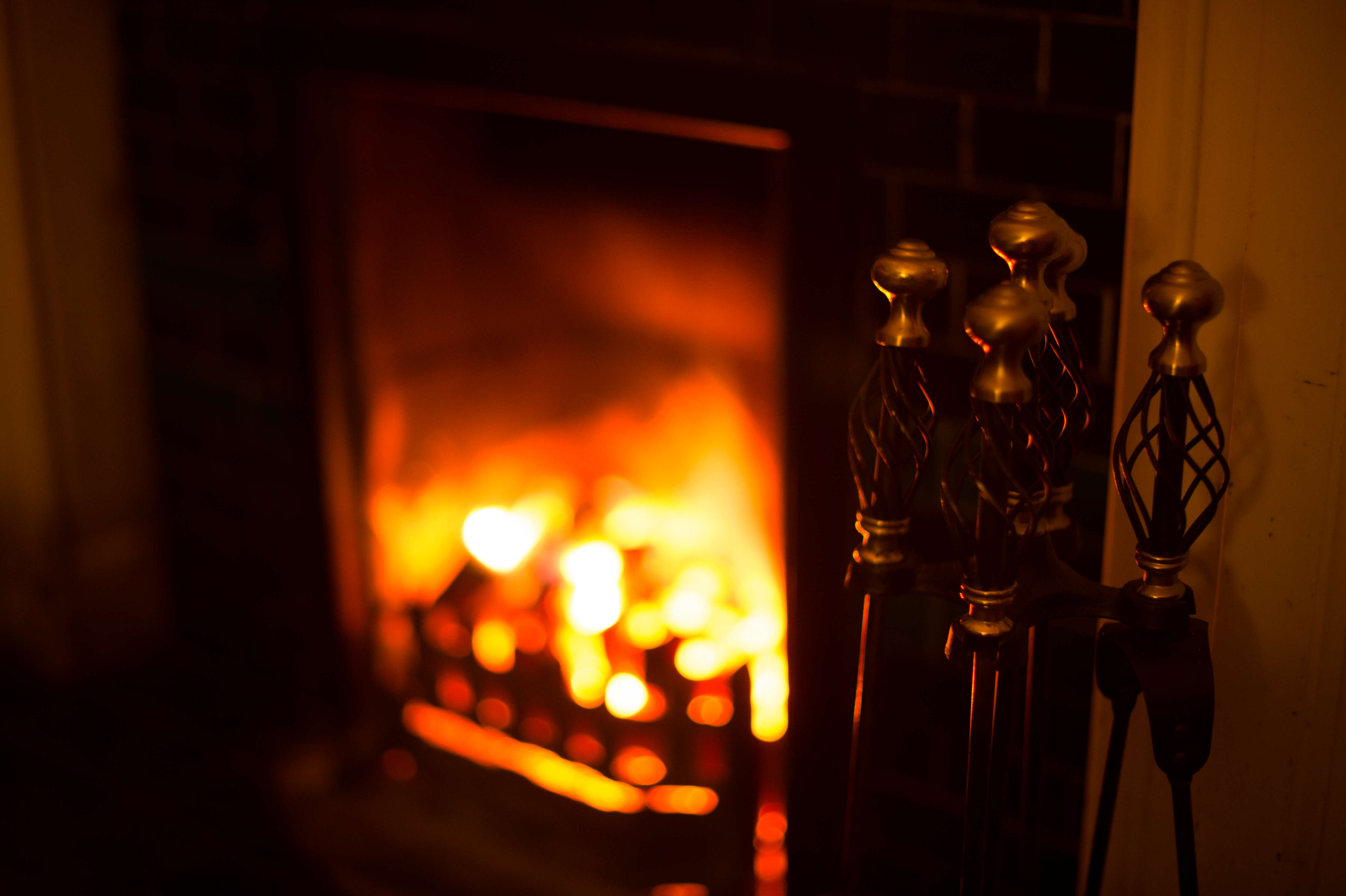 Man Finds £30k Hidden In New Apartment And Does Something Incredible fireplace1