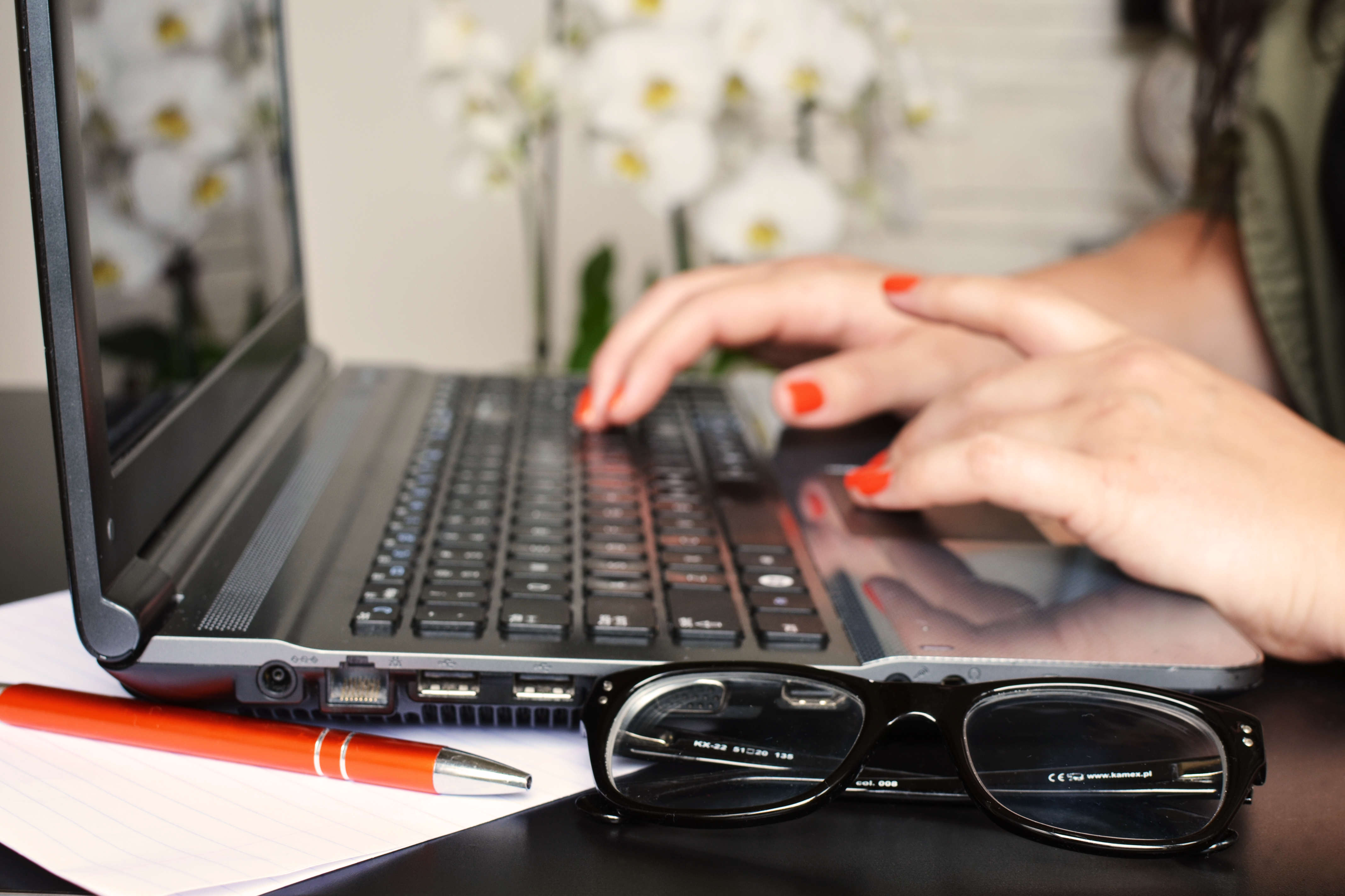 New Online Service Protect Women Writers From Trolls person woman desk laptop