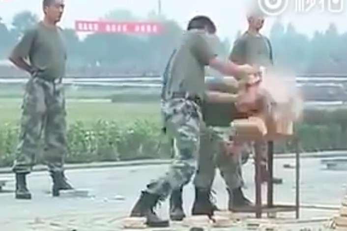 These Soldiers Technique For Toughening Up Is Absolutely Brutal soldiers2