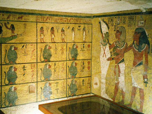 Archaeologists Make Biggest Discovery Of The 21st Century In Tutankhamuns Tomb tut1