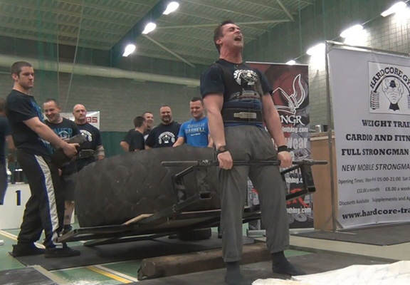 Strongman Repeatedly Projectile Vomits During Deadlift, Carries On Like A Trooper vom web thumb