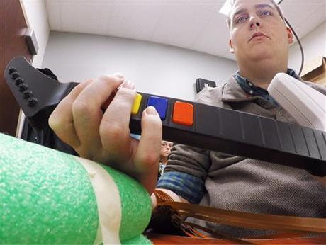 Brain Implant Lets Paralyzed Man Move Fingers And Play Videogame 3048654 460x