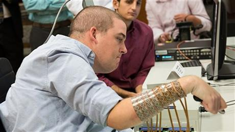 Brain Implant Lets Paralyzed Man Move Fingers And Play Videogame 460x