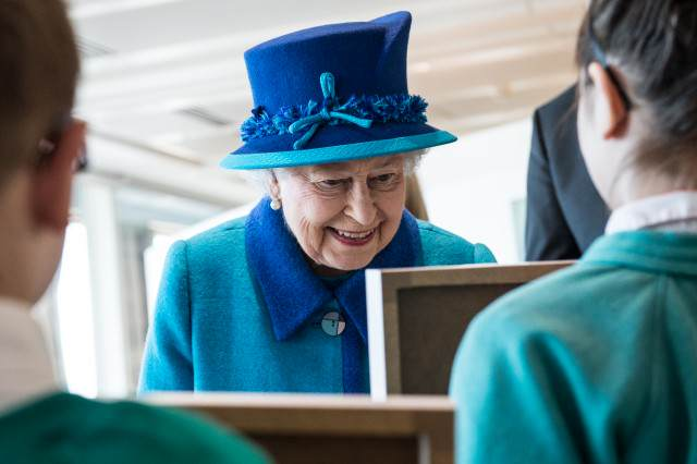 Historian Claims The Future Doesnt Look Bright For The British Royal Family Elizabeth II admiring artwork 640x426