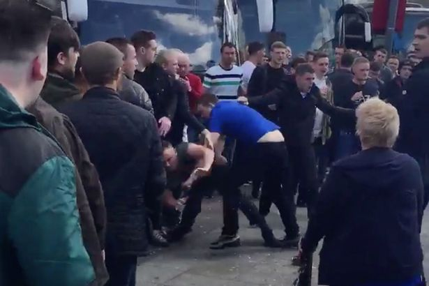 Man United And Everton Fans Have Brutal Brawl At Motorway Services Everton vs Manchester United fans fight 2