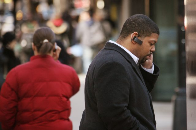 Ban On Cell Phone Use While Crossing The Street Proposed In Chicago