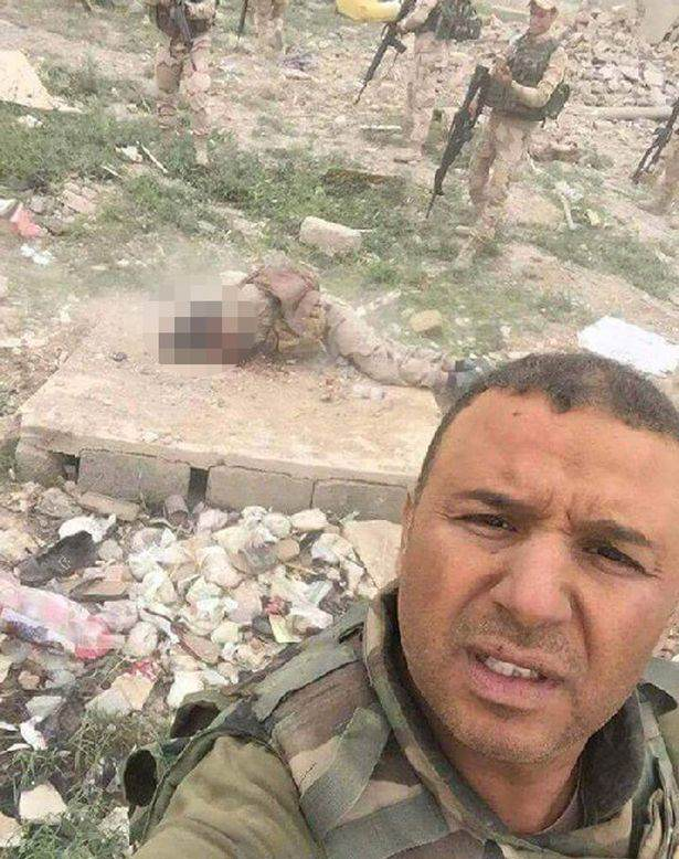 Iraqi Troops Capture ISIS Fighter, Ask Internet How He Should Die Iraqi army takes selfies with ISIS captive before executing him